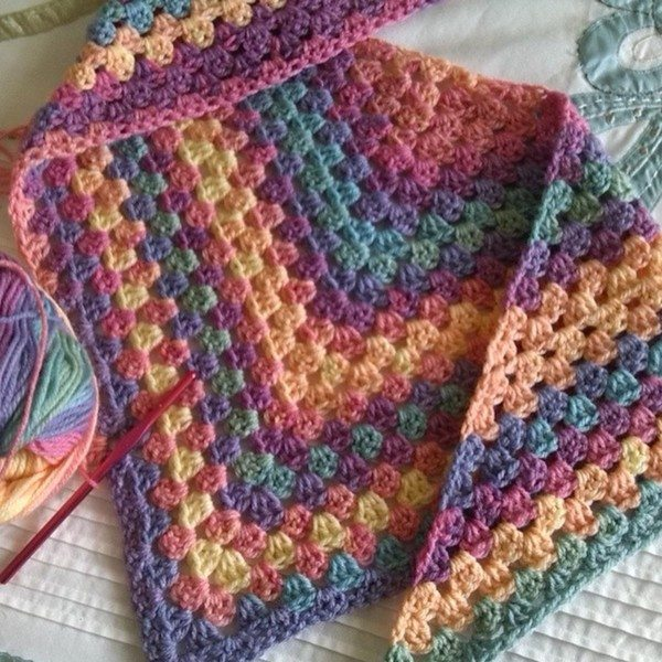 bethshannane_instagram_crochet_triangle_shrug