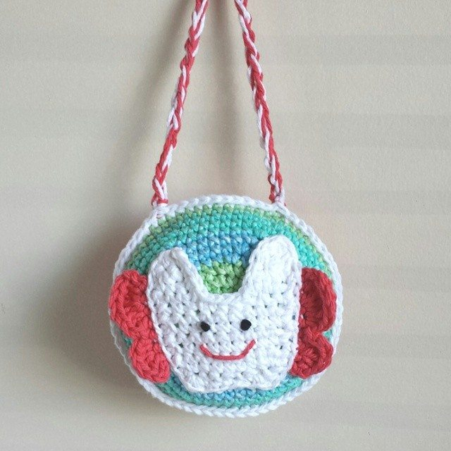 caseyplusthree crochet tooth fairy pillow