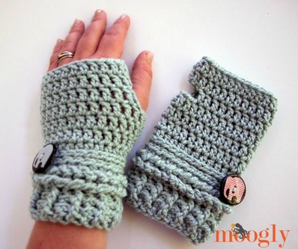 Crochet Gloves : Crochet fingerless gloves free pattern from @mooglyblog