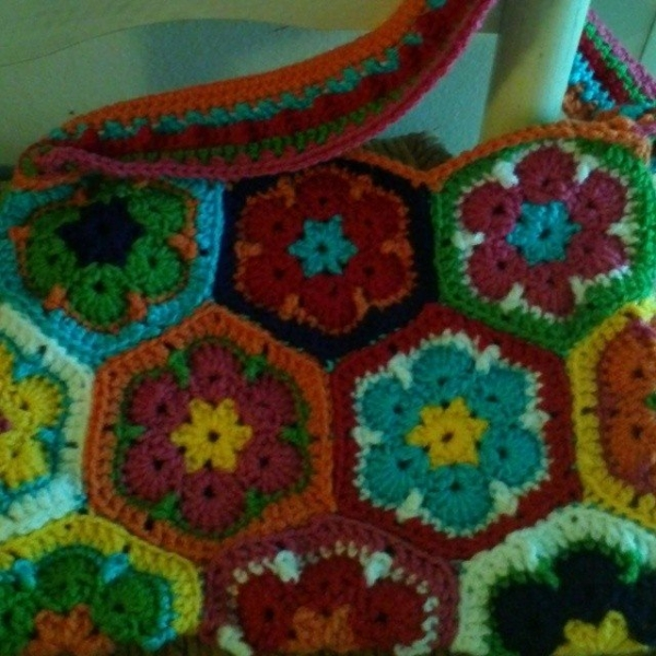 gigididthis crochet african flower purse