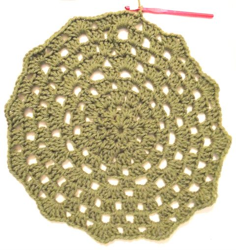 growingcirclebigger How to Crochet a Granny Circle