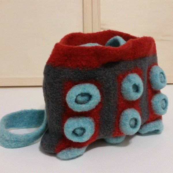 reginajestrow_instagram_crochet_purse_felted