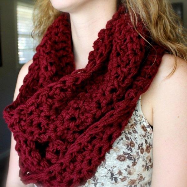 audra_hooknowl instagram crochet cowl