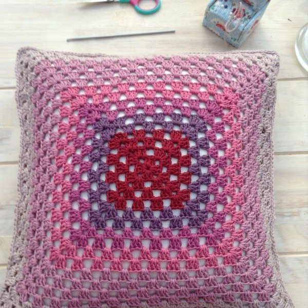 franloveswool_crochet_granny_square_cushion
