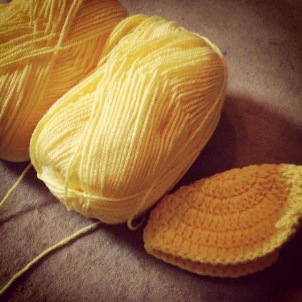 itsjustcrochet instagram crochet minion hat wip