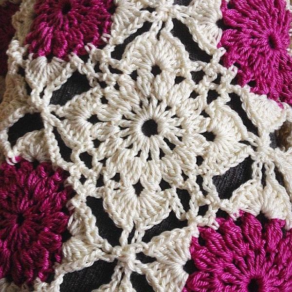 joycelovescrochet instagram crochet tablecloth detail