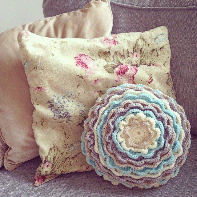 make_the_nest instagram crochet cushion