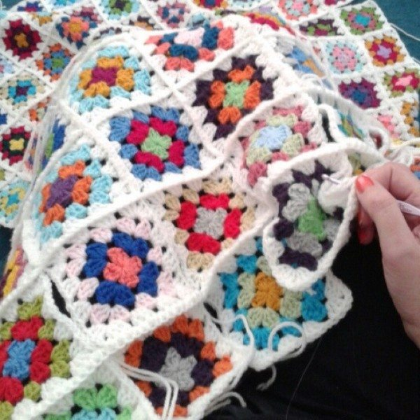 mumtothreelittlemonkeys_crochet_blanket