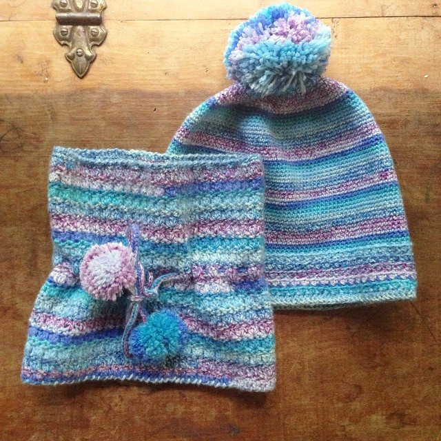 woolyana crochet hat and matching cowl set