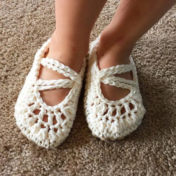 audra_hooknowl crochet slippers