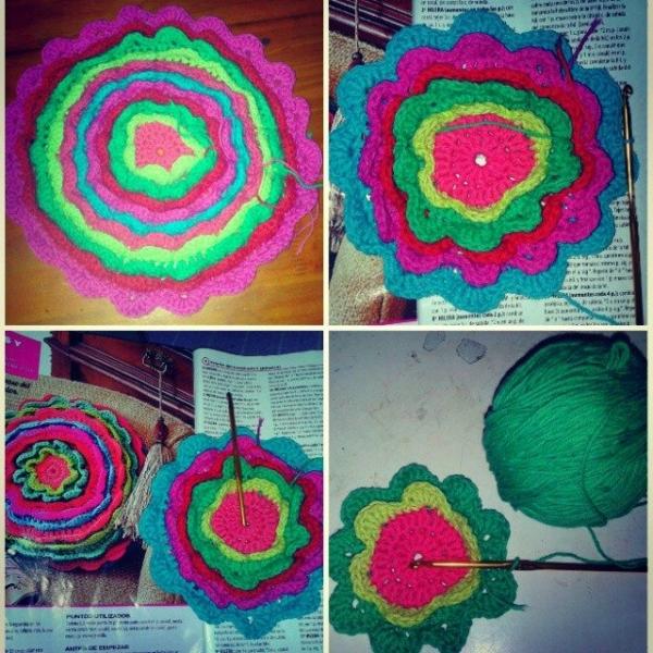 colomotera crochet blooming cushion