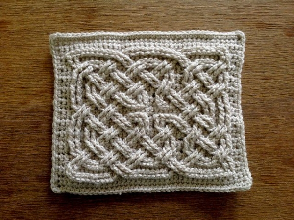 Crochet Knot Stitch Instructions : Celtic Knot square free crochet pattern from Suvi?s Crochet