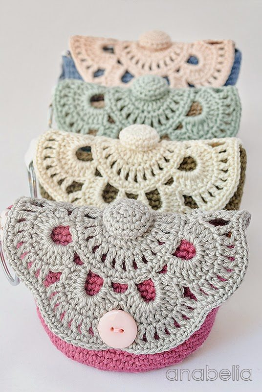 Crochet Cosmetic Bag Pattern : crochet makeup pouch