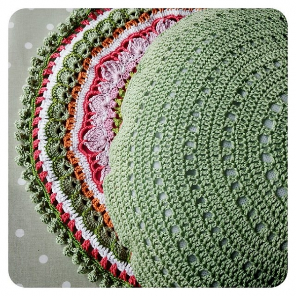 Crochet Pillow Patterns : Crochet pillow cushion free crochet pattern from Crochet Tea Party
