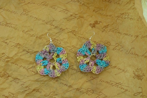 free crochet flower earrings pattern
