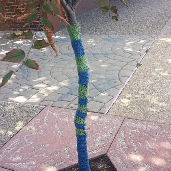 gigididthis yarnbomb tree