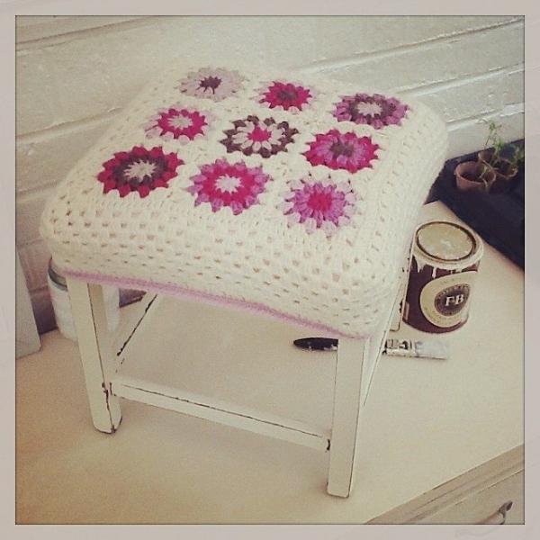 _lara_x crochet stool
