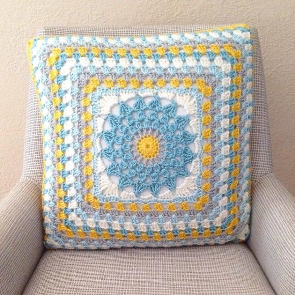 mobiusgirl crochet cushion