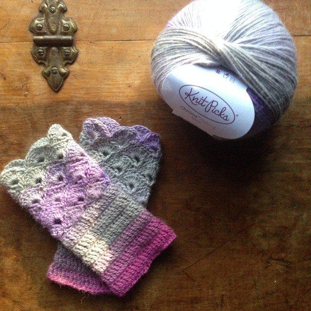 woolyana crochet fingerless gloves