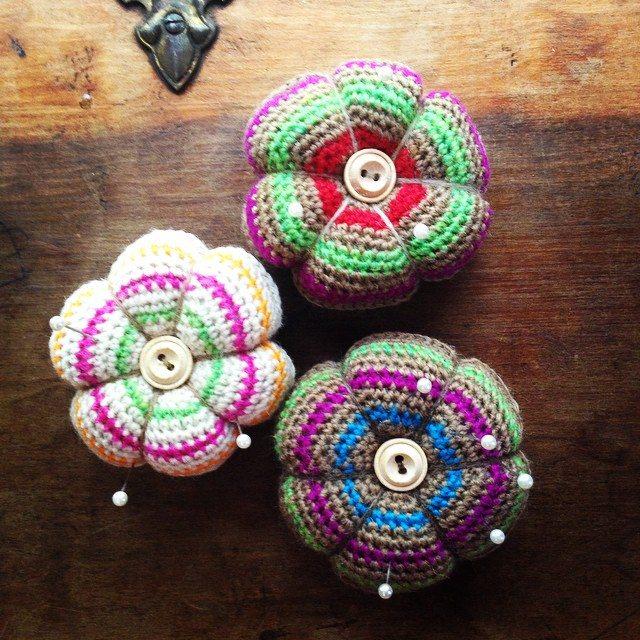woolyana crochet pincushion
