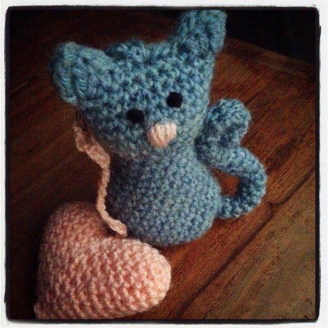 amigurumi_pieceofcake crochet cat keyring