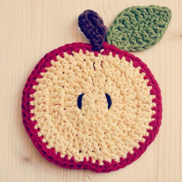 annalisacco crochet apple