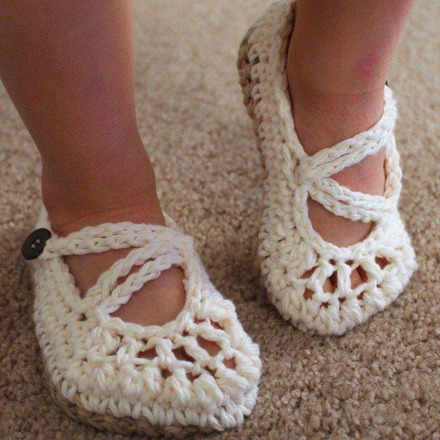 audra_hooknowl crochet baby slippers