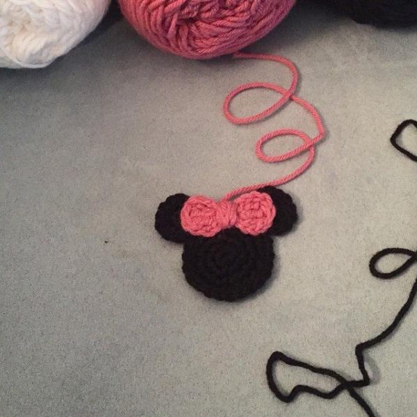 audra_hooknowl crochet miniie mouse blanket