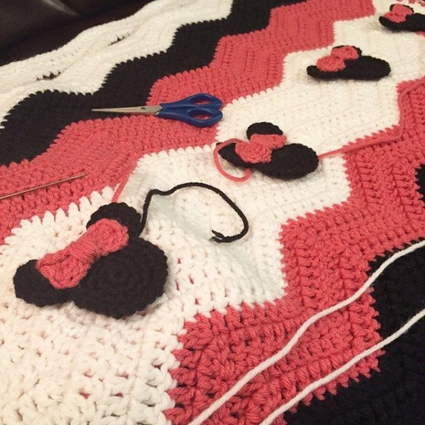 Crochet Patterns For Minnie Mouse : Minnie Mouse Crochet Blanket Patterns Joy Studio Design ...