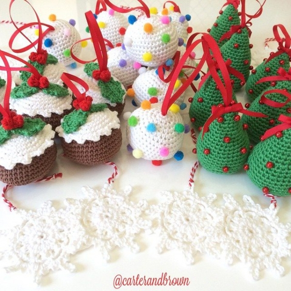 carter_and_brown crochet baubles 2
