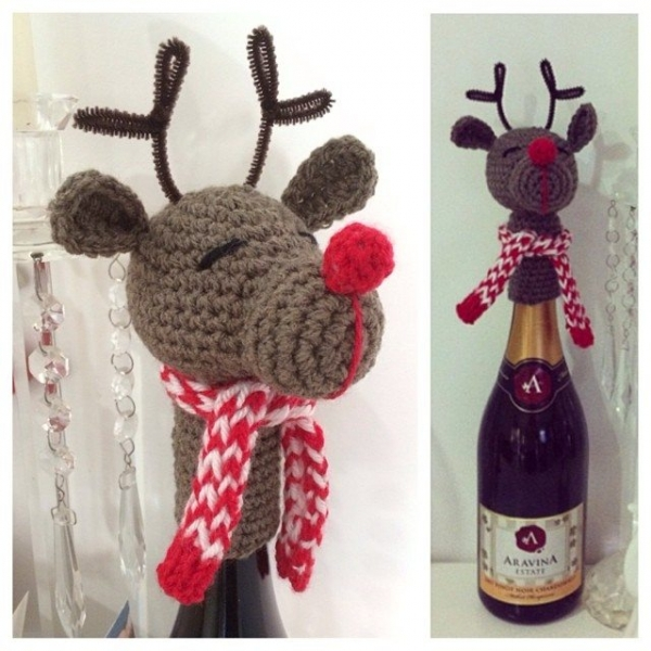 carter_and_brown crochet christmas wine bottle topper
