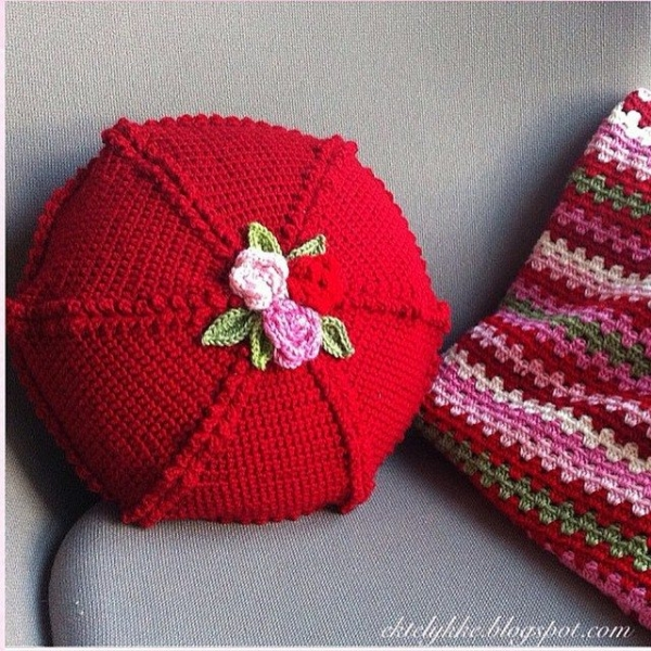 ektelykke crochet cushion red