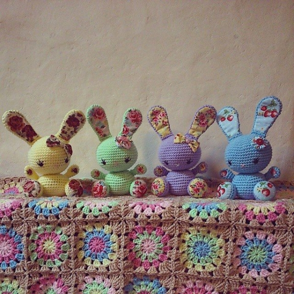 libbycraft crochet blanket and bunnies
