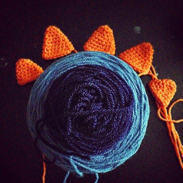 loucamp crochet dino hat wip