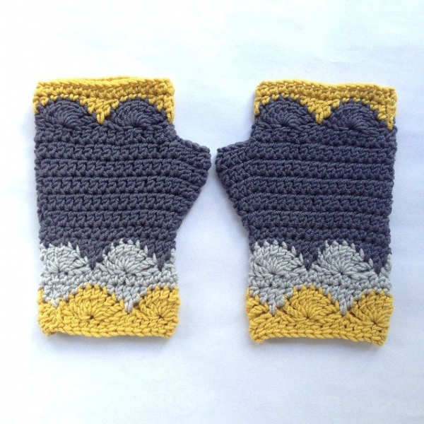 shara_made crochet fingerless gloves
