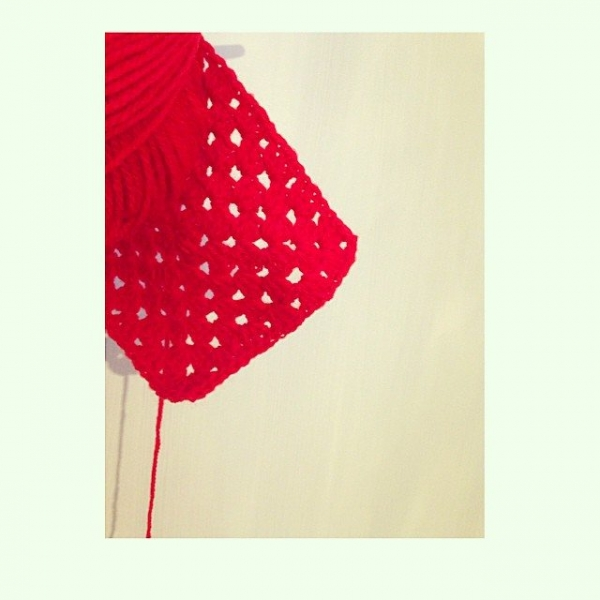 sweet_sharna_makes crochet red cushion