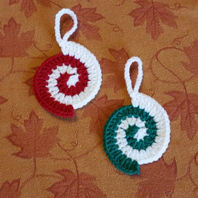 Crochet Xmas Ornaments : thegirllovesyarn crochet christmas ornaments