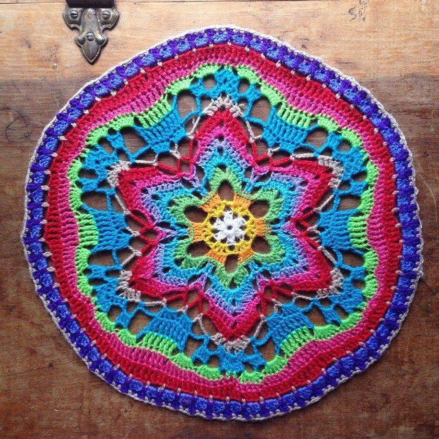 woolyana crochet mandala