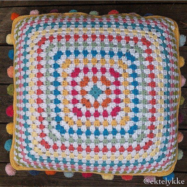 ektelykke crochet square cushion