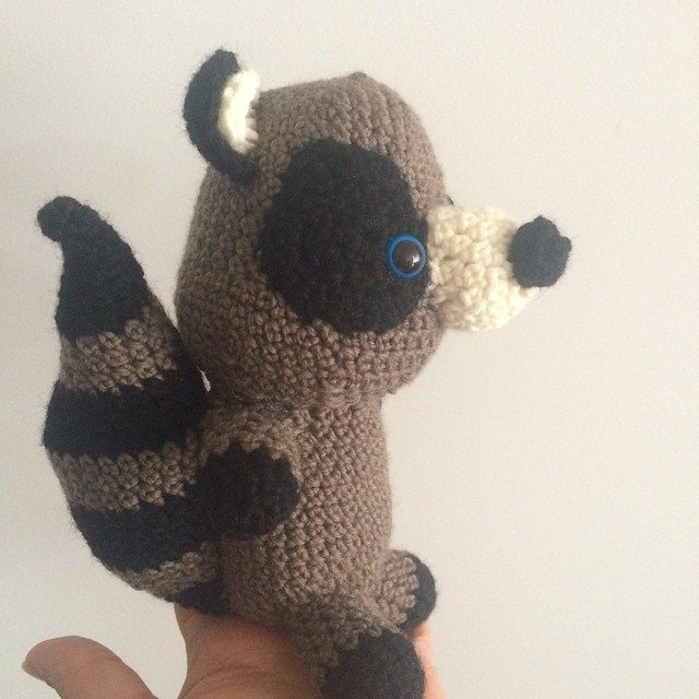 littlecosythings crochet raccoon