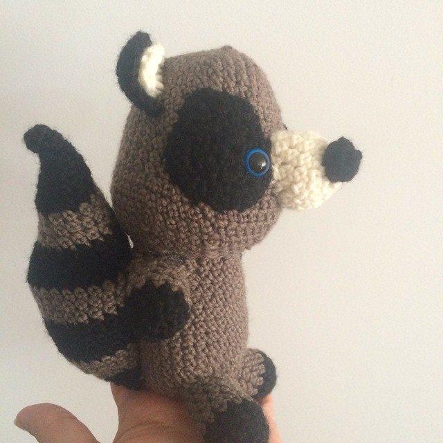 littlecosythings crochet raccoon