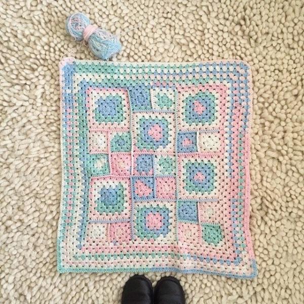 mumtothreelittlemonkeys crochet blanket