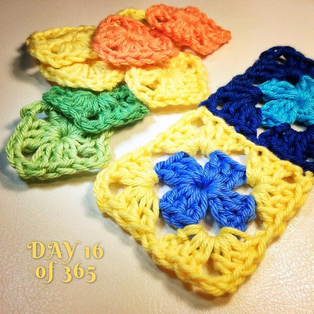 queen_babs crochet squares a day justlittlethingsblanket
