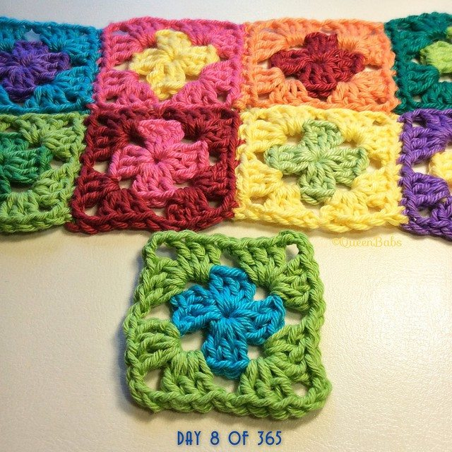queen_babs justlittlethingsblanket daily square crochet