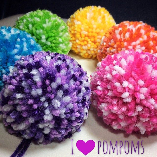queen_babs yarn pompoms