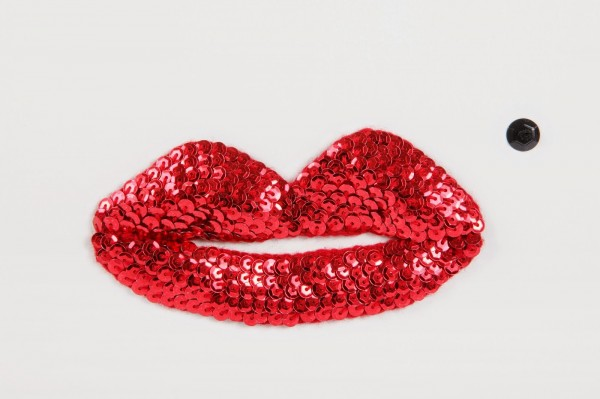sequined crochet kiss