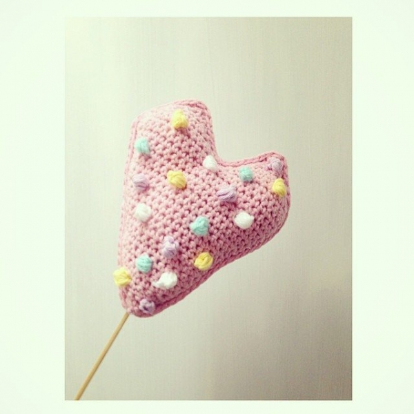 sweet_sharna crochet heart pom