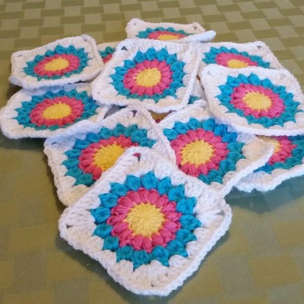 thegirllovesyarn crochet squares