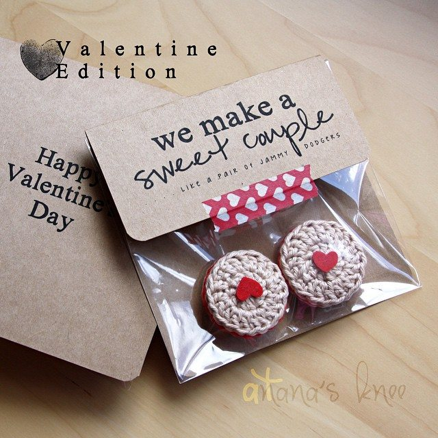 atnanasknee crochet valentine
