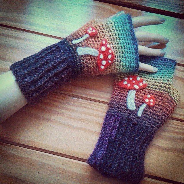 bethshananne crochet fingerless gloves